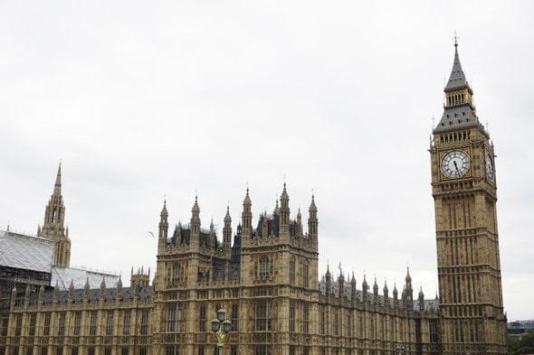 Imagem mostrando o Big Bang, relógio da Inglaterra